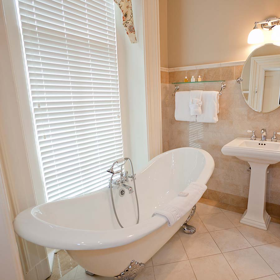 Bathroom Window Coverings Buying Guide | Select Blinds Canada